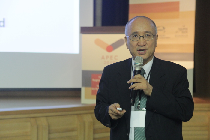 Prof. Dong Sun Park, head of APEC Human Resources Development Working Group, gave an opening address