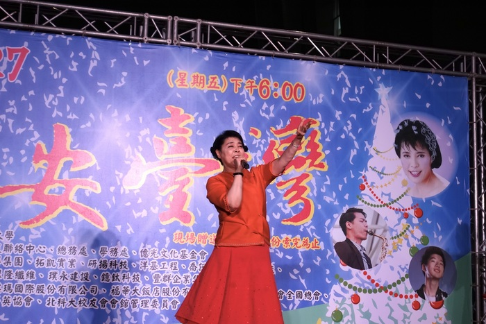 Chien Wen-Hsiu, the Chairwoman of Everlight Cultural Foundation, who is also an eminent vocalist, gave a wonderful and heart-soothing performance at the ceremony.